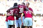 Fotbalisté Sparty se radují z gólu proti Slovácku.