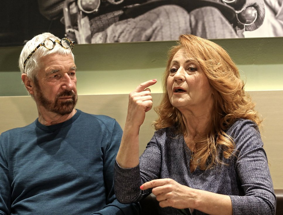 Při oslavě rekordních 650 repríz. Herečka Simona Stašová a autor hry Willy Russell v divadle ABC v dubnu 2018.