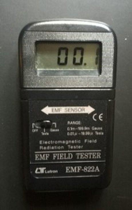 Digitální měřič EMF polí 822-A je nezbytnou součástí výbavy lovců duchů.