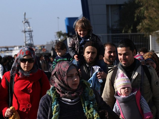 Do aténského přístavu Pireus dorazilo dnes více než 1700 dalších migrantů z ostrovů v Egejském moři.