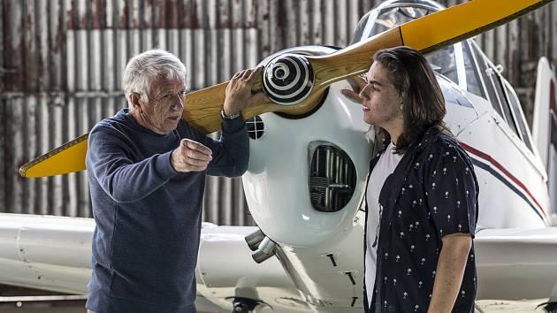 Režisér David Balda se svým dědečkem, pilotem Vladislavem Baldou