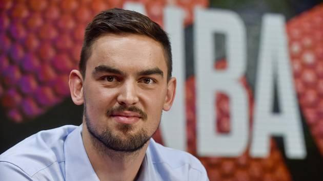 Basketbalista Tomáš Satoranský na archivním snímku