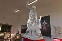 sochy zápasících Titánů z prvního nádvoří Pražského hradu