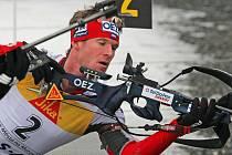 Biatlonista Michal Šlesingr vybojoval na ME bronz ve sprintu.
