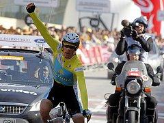 Alberto Contador vítězstvím v časovce potvrdil první místo v cyklistickém závodě Okolo Baskicka.