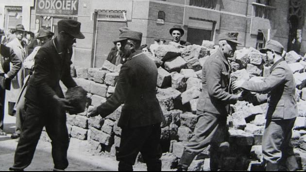 Pražské povstání, stavění barikád