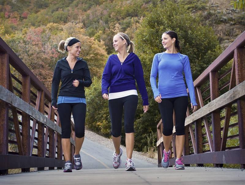 Imunitu posiluje pohyb i zdravá strava.
