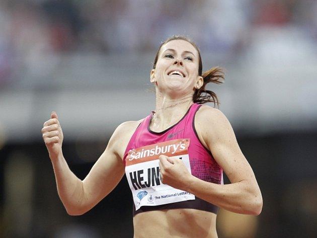 Překážkářka Zuzana Hejnová se raduje z vítězství na Diamantové lize v Londýně, kterým si zajistila i celkové prvenství v prestižním seriálu.