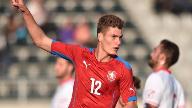 Reprezentant do jednadvaceti let Patrik Schick se raduje z gólu proti Maltě.