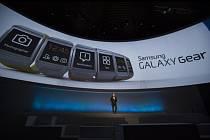 """Samsung představil svou verzi """"chytrých"""" náramkových hodinek - Galaxy Gear."""