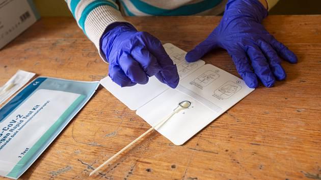 Samotestování antigenními testy
