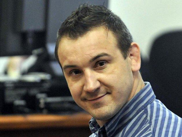 Róbert Okoličány u soudu, který mu loni v únoru udělil doživotní trest.