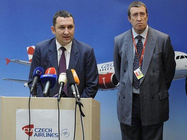 Ředitel Českých aerolinií (ČSA) Miroslav Dvořák (vlevo) a prezident ČSA Phillippe Moreels (vpravo).