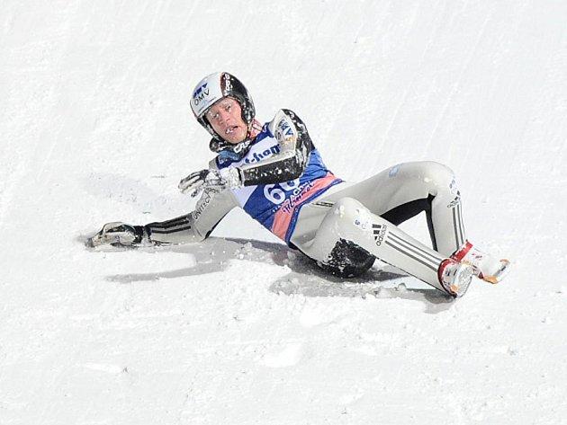 Roman Koudelka po pádu v tréninku v Harrachově.