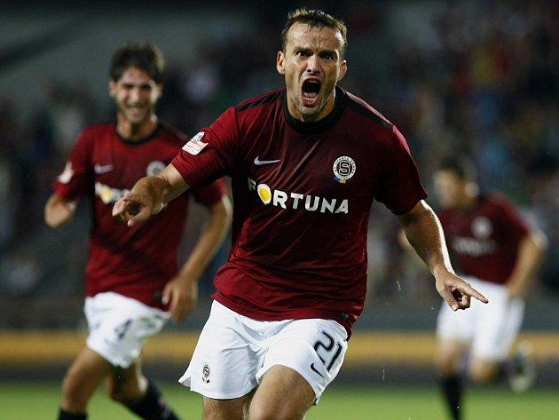 Erich Brabec ze Sparty se raduje z vítězné branky proti Poznani.