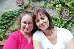 Vlasta Hubáčková s dcerou Jitkou žijí v Hustopečích u Brna. Před dvaceti lety matka darovala nemocné dívce svou ledvinu. První taková úspěšná transplantace v České republice se uskutečnila v pražském Motole.