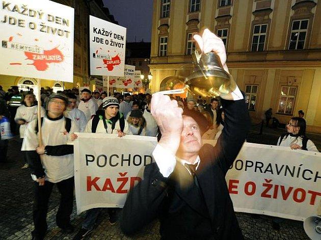 Pochod za oběti dopravních nehod se uskutečnil 21. listopadu v Praze. Akci pořádalo ministerstvo dopravy v rámci kampaně Nemyslíš? Zaplatíš!