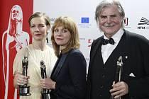 Herečka Sandra Hueller, režisérka Maren Ade a herec Peter Simonischek.