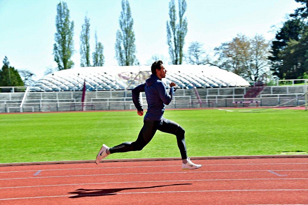 Sprinter Pavel Maslák při tréninku na Julisce.