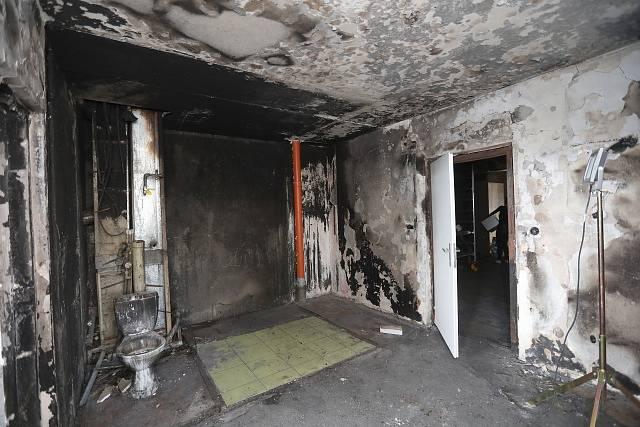 Byt v bohumínském panelovém domě, ve kterém před týdnem při úmyslně založeném požáru zemřelo 11 lidí.