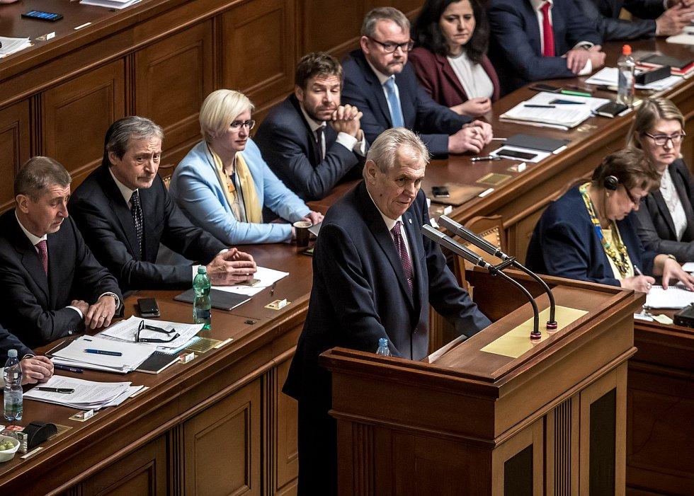 Na jednání sněmovny o důvěře vlády dorazil i prezident Miloš Zeman.