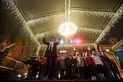 Česko zpívá koledy 11. prosince na pražském Staroměstském náměstí.