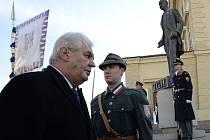Miloš Zeman položil u pomníku Tomáše Garrigua Masaryka věnec k 165. výročí jeho narození.