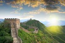 Velká čínská zeď - jeden z divů světa.