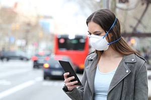Jak dlouho vydrží koronavirus na smartphonu?