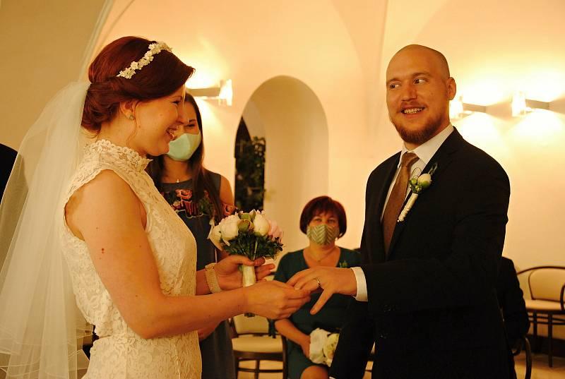 Hromadné rušení či přesouvání již naplánovaných svateb je ojedinělé, tvrdí mluvčí hradeckého magistrátu. Ilustrační foto.