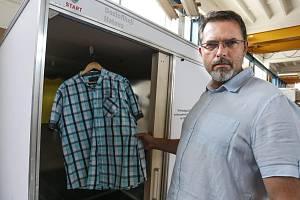 Tomáš Velc vyvinul zařízení, které dezinfikuje věci díky germicidním trubicím