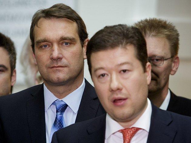 Poslanecký klub Úsvitu odvolal na nočním jednání svého předsedu Radima Fialu (vlevo).