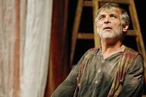 Oldřich Kaiser v divadelním představení Don Quijot de la Mancha v Pardubicích.