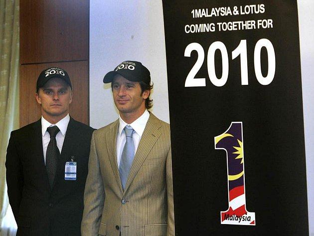 Jezdecké duo Lotusu pro sezonu 2010 - Heikki Kovalainen (vlevo) a Jarno Trulli.