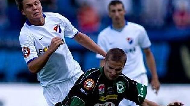 Ostravský Dominik Kraut (vlevo) byl z vyloučení proti Příbrami rozmrzelý.