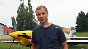 S Martinem Šonkou v kokpitu při 10minutovém akrobatickém letu