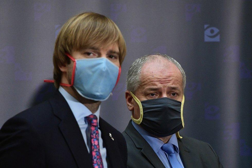 Ministr zdravotnictví Adam Vojtěch a jeho náměstek, epidemiolog Roman Prymula