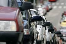 Automobily jsou v Česku stále oblíbenější. V měsíci říjnu Sdružení dovozců automobilů zaregistrovalo o sedm procent registrací více než v témže měsíci loňského roku.