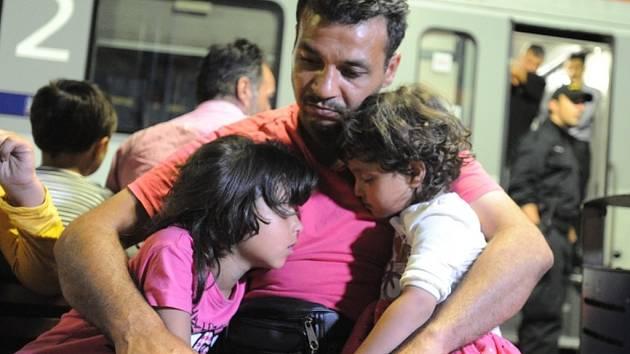 Zhruba pětinu žadatelů o azyl či dočasnou ochranu v Česku tvoří děti. Letos za prvních sedm měsíců jich žádost podalo 143, pět dorazilo do země samo bez dospělých.