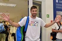 Badmintonista Petr Koukal při odletu na olympiádu v Riu.