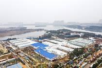 Stavba nemocnice Chuo-šen-šan v čínském Wu-chanu pro pacienty nakažené koronavirem na snímku z 2. února 2020