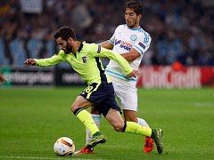 Lucas Silva Borges z Marseille (vpravo) v zápase s Bragou.