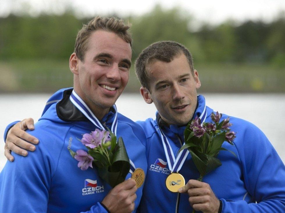 Deblkanoisté Jaroslav Radoň (vpravo) a Filip Dvořák ovládli závod na kilometr na SP v Račicích.
