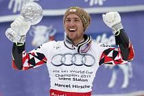 Marcel Hirscher s malým glóbem za celkový triumf v obřím slalomu SP.