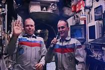 Ruští kosmonauti Oleg Kotov a Sergej Rjazanskij.