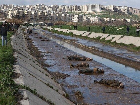V syrském městě Halabu byly objeveny desítky těl mladých lidí, kteří byli popraveni kulkou do hlavy.