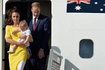 Princ William s Kate a Georgem přiletěli do Austrálie.