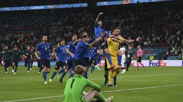 Mistrovství Evropy ve fotbale - finále (Londýn):Itálie - Anglie.