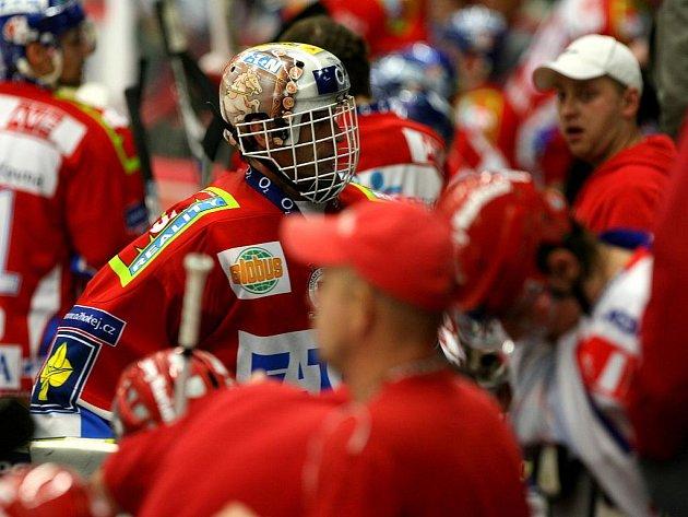 Gólman Pardubic Dominik Hašek nedochytal zápas proti Budějovicím.