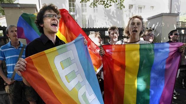 V jedné zemi EU jste manželé, v jiné ne. Brusel chce diskriminaci zamezit.